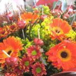 זר פרחים מתוק כפרי
